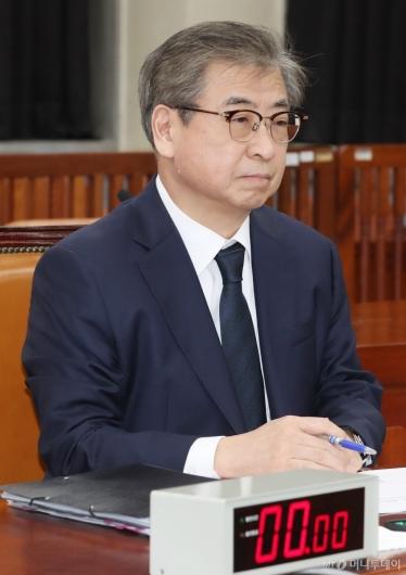 [사진]서훈 국정원장, 국회 정보위 출석...북미정상회담 결과 보고