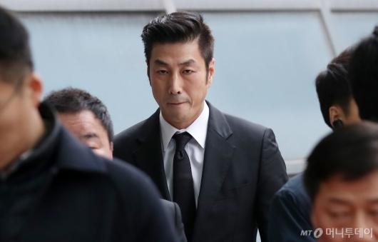 [사진]故박용곤 명예회장 조문 나선 윤태영
