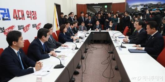 [사진]자유한국당, 북핵외교안보특위-방미단 연석회의