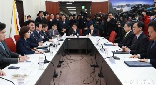 [사진]자한당 북핵외교안보특위-방미단 연석회의