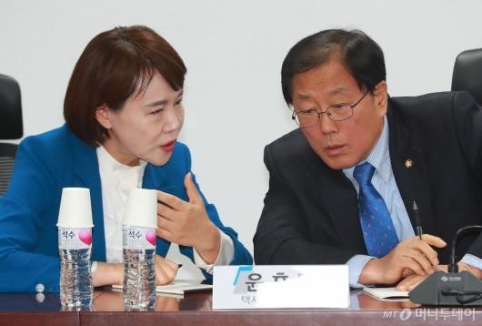 [사진]택시-플랫폼 마지막 회의 참석한 전현희-윤후덕