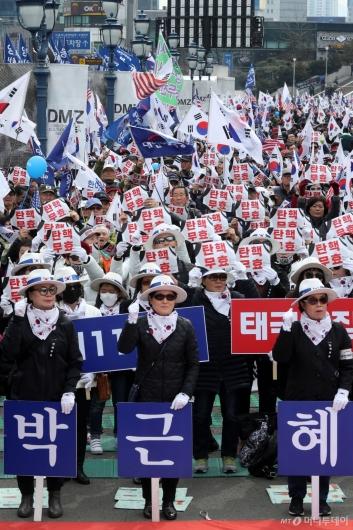 [사진]박근혜 전 대통령 무죄 석방 촉구 집회