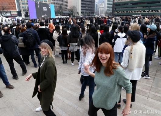 [사진]방탄소년단 음악에 춤추는 외국 팬들