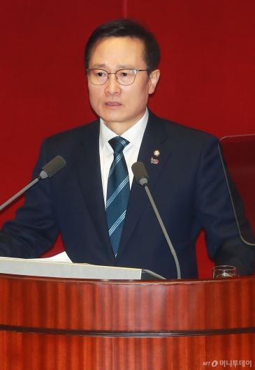 [사진]교섭단체 대표연설하는 홍영표 민주당 원내대표
