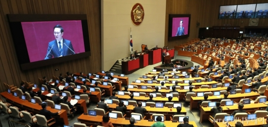 [사진]교섭단체 대표연설하는 홍영표 원내대표