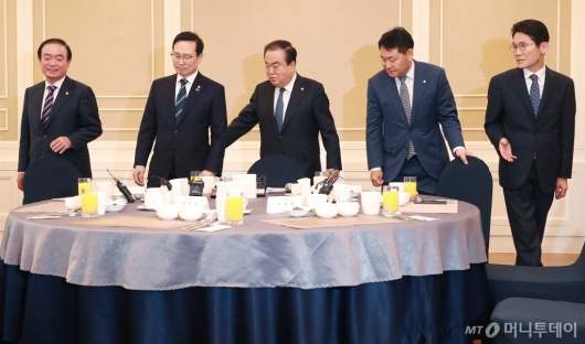 [사진]국회의장-4당 원내대표 오찬 회동...자한당은 불참