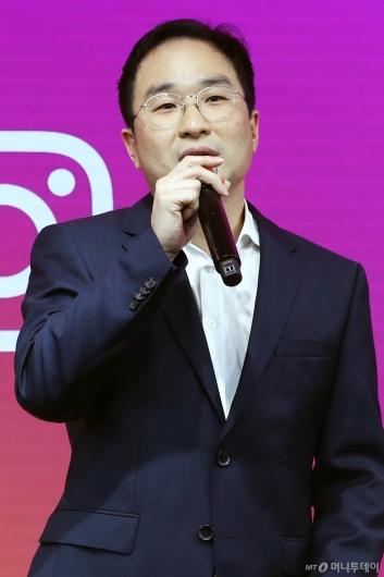 [사진]인사말하는 정기현 페이스북 코리아 대표