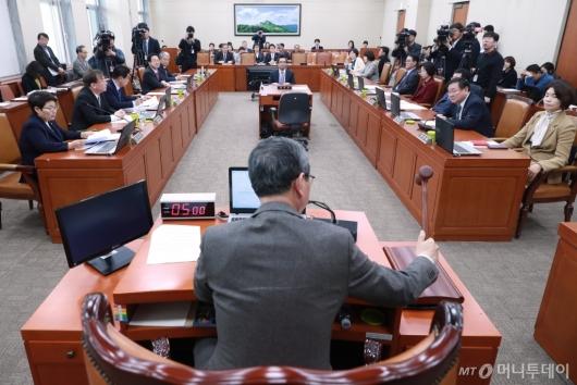 [사진]'미세먼지 특별법 일부개정안' 환노위 전체회의 개최