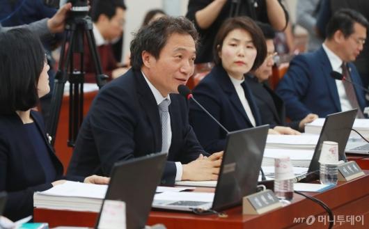 [사진]교육위 배정된 이학재 자한당 의원