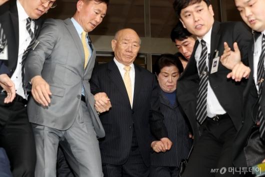 [사진]법원 나서는 전두환