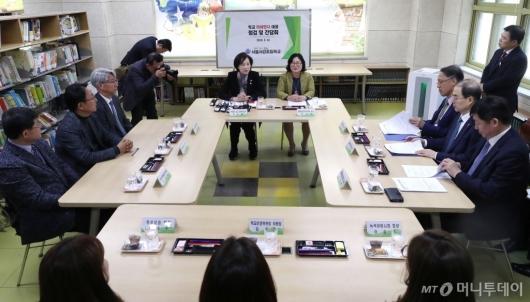 [사진]유은혜 부총리, 학교 찾아 미세먼지 대응 점검 및 간담회