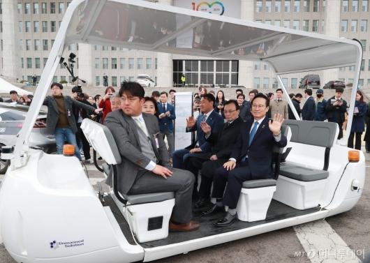[사진]국회 등장한 자율주행차