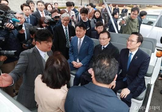 [사진]자율주행차 탑승한 이해찬-홍영표-김관영