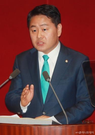 [사진]교섭단체 대표연설하는 김관영 원내대표