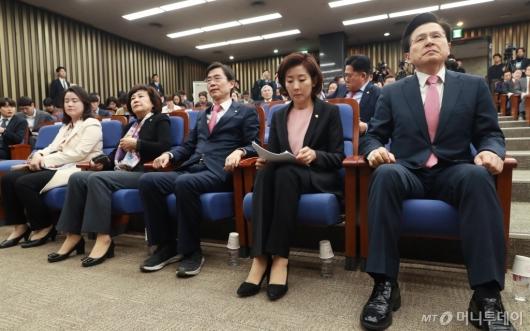 [사진]의총 참석한 황교안