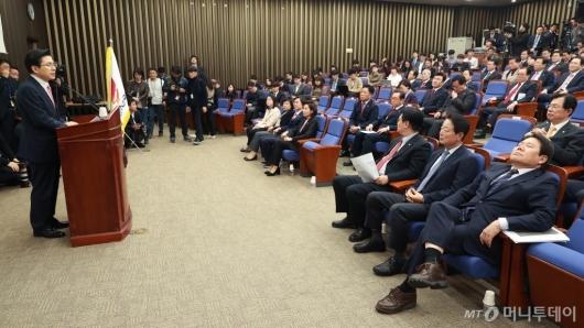 [사진]자유로운 자유한국당 의원총회