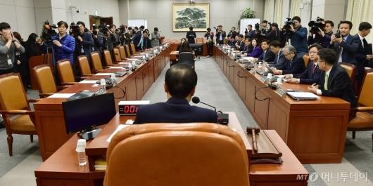 [사진]국회 운영위, 자유한국당 불참으로 파행