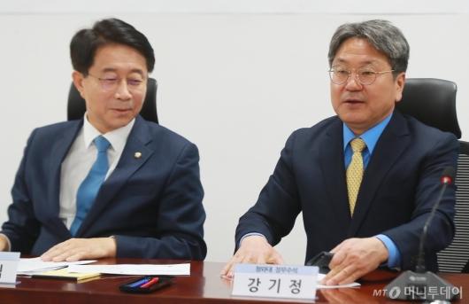 [사진]지방자치법 전부개정 당정청 참석한 강기정 정무수석
