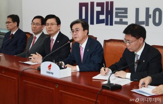 [사진]발언하는 김태흠 자한당 좌파저지특위 위원장