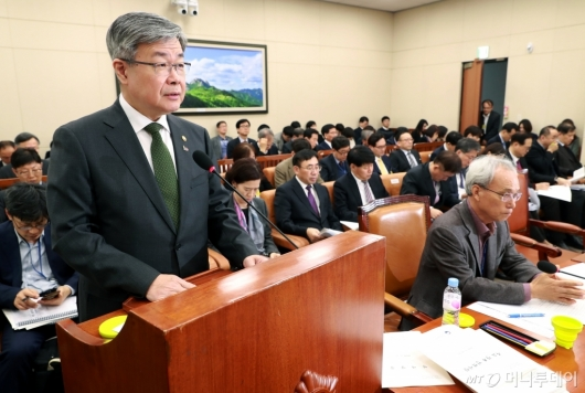 [사진]업무보고하는 이재갑 고용노동부 장관