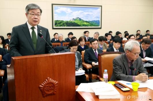 [사진]업무보고하는 이재갑 노동부 장관