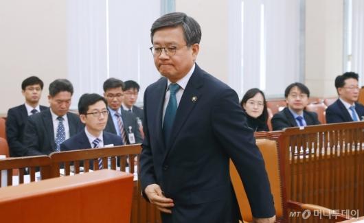 [사진]검증대 선 김창보 중앙선관위원 후보자