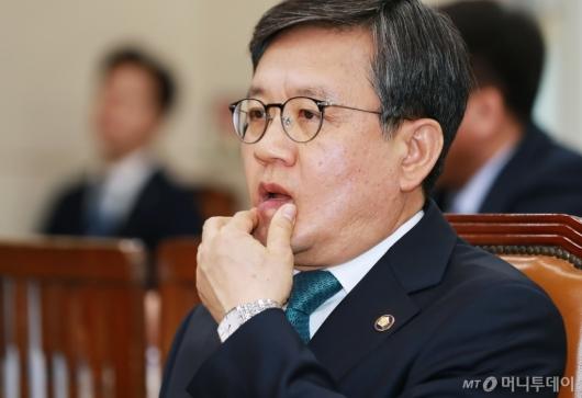 [사진]인사청문회 기다리는 김창보 중앙선관위원 후보자