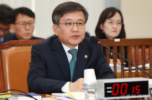 [사진]답변하는 김창보 중앙선관위원 후보자