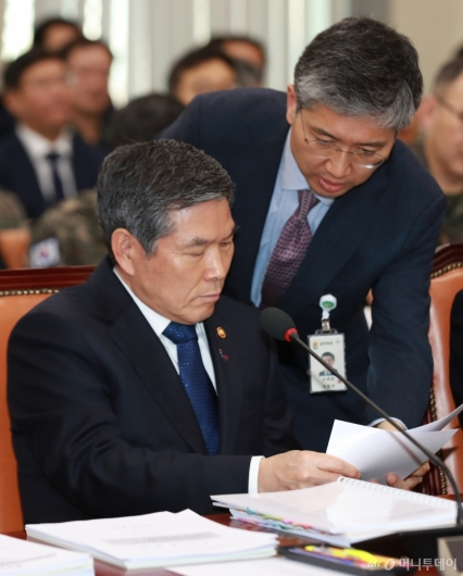 [사진]국방위 출석한 정경두 장관