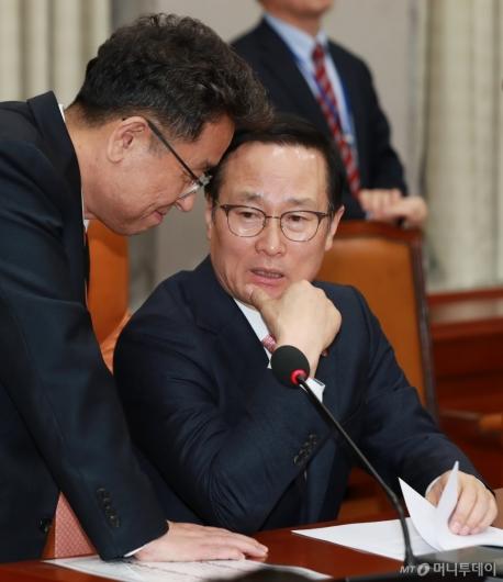 [사진]대화하는 홍영표-이철희