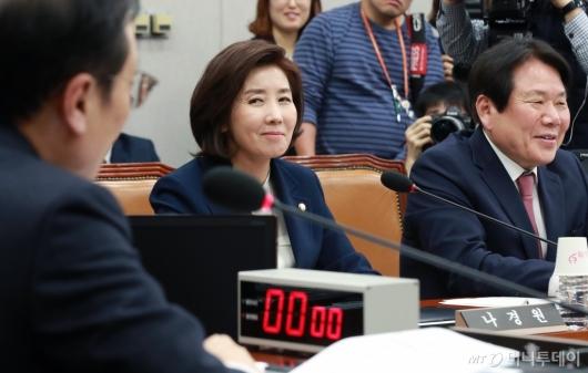 [사진]운영위 참석한 나경원 원내대표