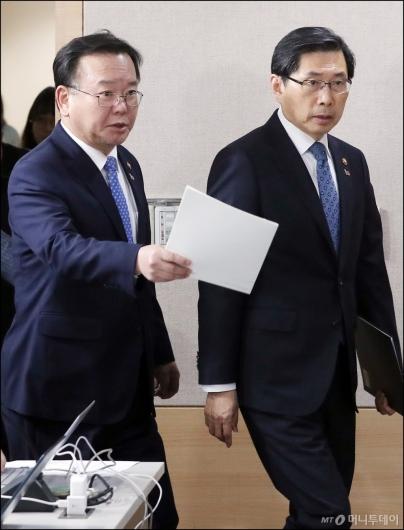[사진]긴급 기자회견 갖는 김부겸-박상기 장관