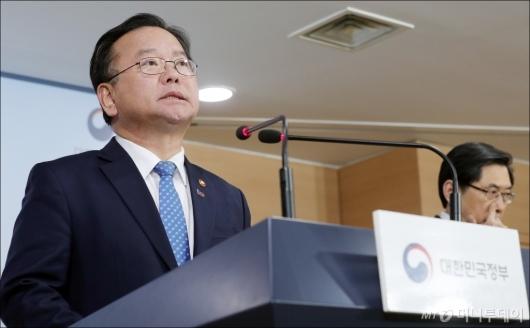 [사진]기자회견 갖는 김부겸 장관