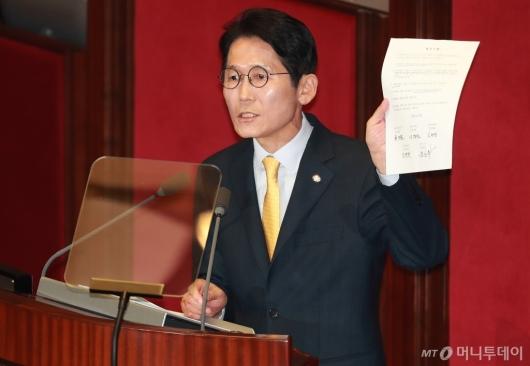 [사진]윤소하, '비례대표 폐지법안' 나경원...철저한 자기모순
