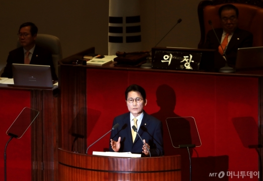 [사진]비교섭단체 대표발언하는 윤소하 정의당 원내대표