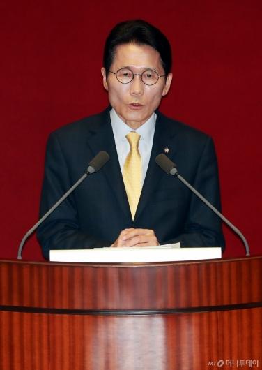 [사진]비교섭단체 대표발언하는 윤소하 원내대표