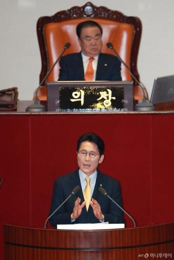 [사진]윤소하 정의당 원내대표, 비교섭단체 대표연설