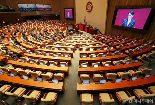 [사진]윤소하 비판발언에 퇴장한 자유한국당