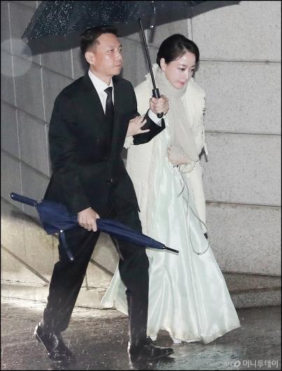[사진]정대선-노현정 부부, '고 정주영 명예회장 제사 참석'