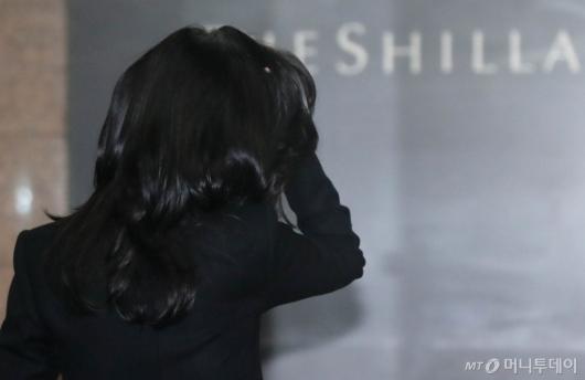 [사진]주총 들어서는 이부진 사장