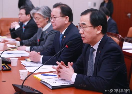 [사진]남북경협특위 출석한 조명균 통일부 장관