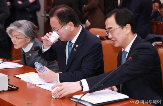 [사진]남북경협특위 출석한 관계장관들