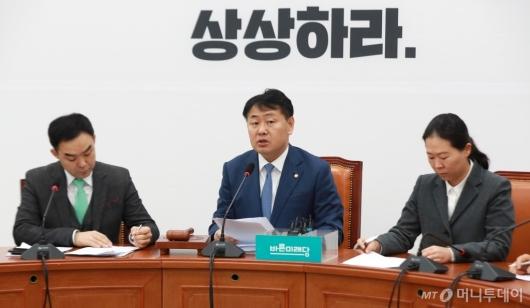 [사진]원내정책회의 모두발언하는 김관영 원내대표