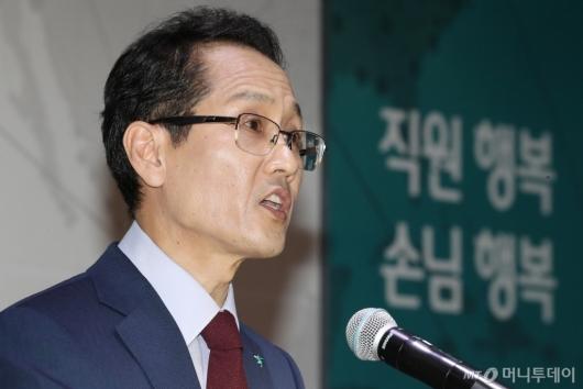 [사진]인사말하는 지성규 신임 KEB하나은행장