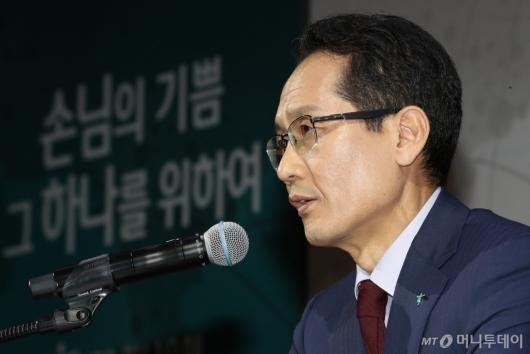 [사진]질의응답하는 지성규 신임 KEB하나은행장