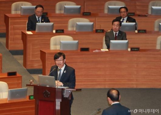 [사진]답변하는 김상조 공정거래위원장