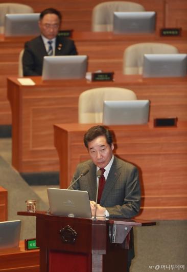 [사진]대정부질문에 답하는 이낙연 총리