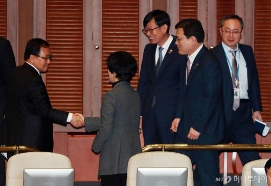 [사진]국회 대정부질문 출석한 최종구-김상조