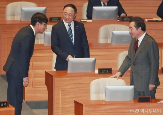 [사진]대화하는 이낙연-홍남기-김상조