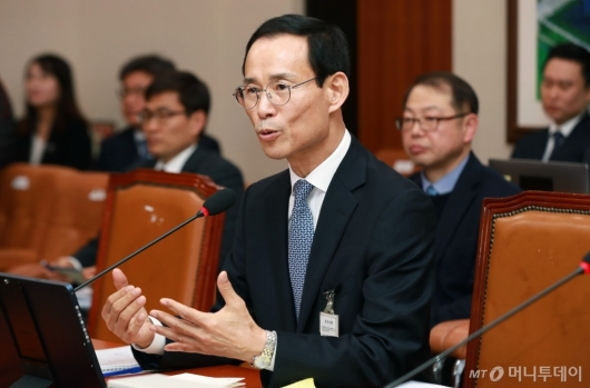 [사진]답변하는 최정호 국토부장관 후보자
